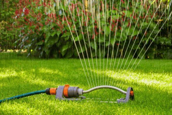 автоматический полив газона - качающийся ороситель