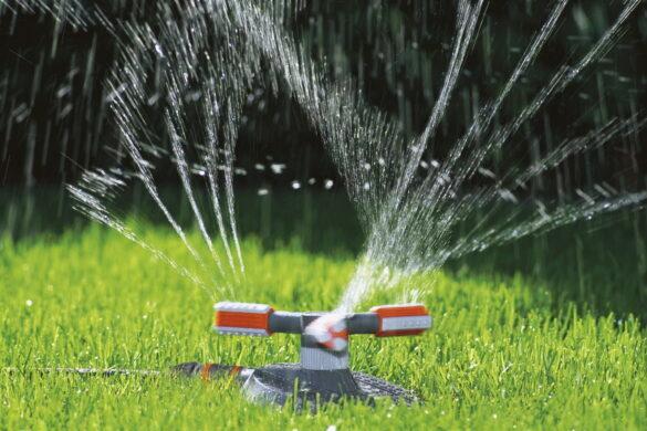 автоматический полив газона - круговой вращающийся ороситель